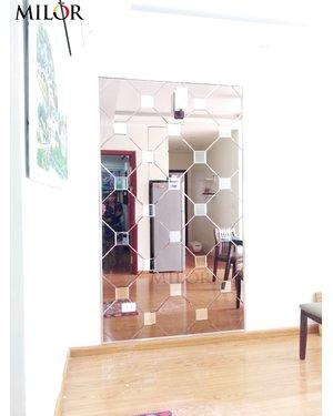 Gương ốp tường phòng khách độc đáo